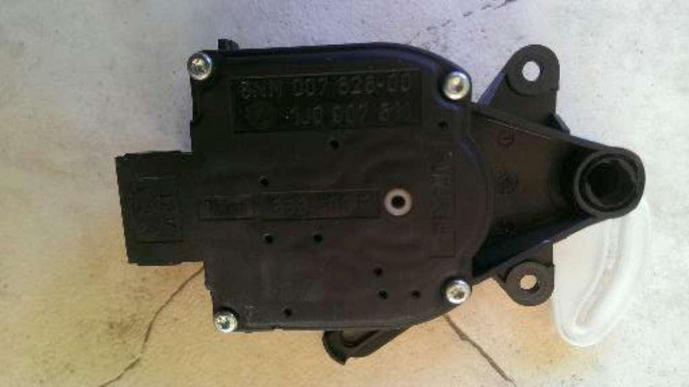 Audi A4 Bj.1998 Stellmotor Heizung Heizungsstellmotor 1J0907511 / 6NN007626