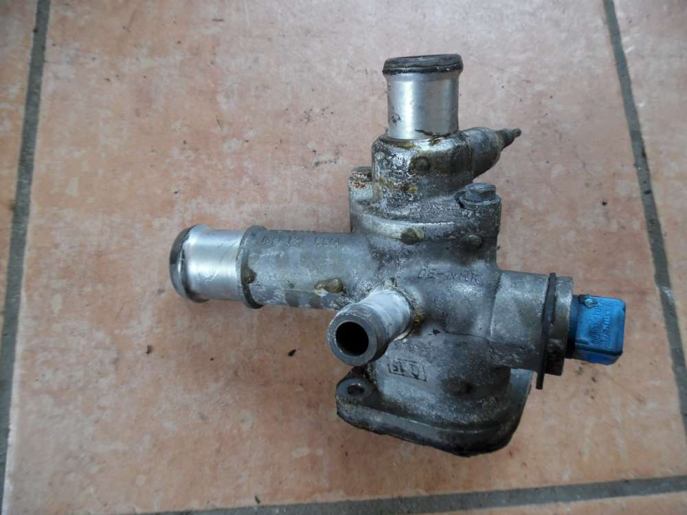 VW Golf 4 Wasserflansch Heizventil 038121133A