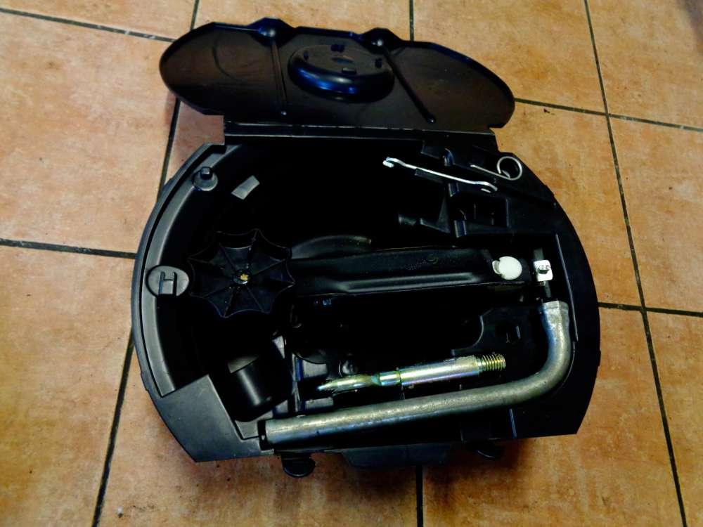 Skoda Fabia 6Y2 Bj:2003 Werkzeugkasten Wagenheber 6Q0012115