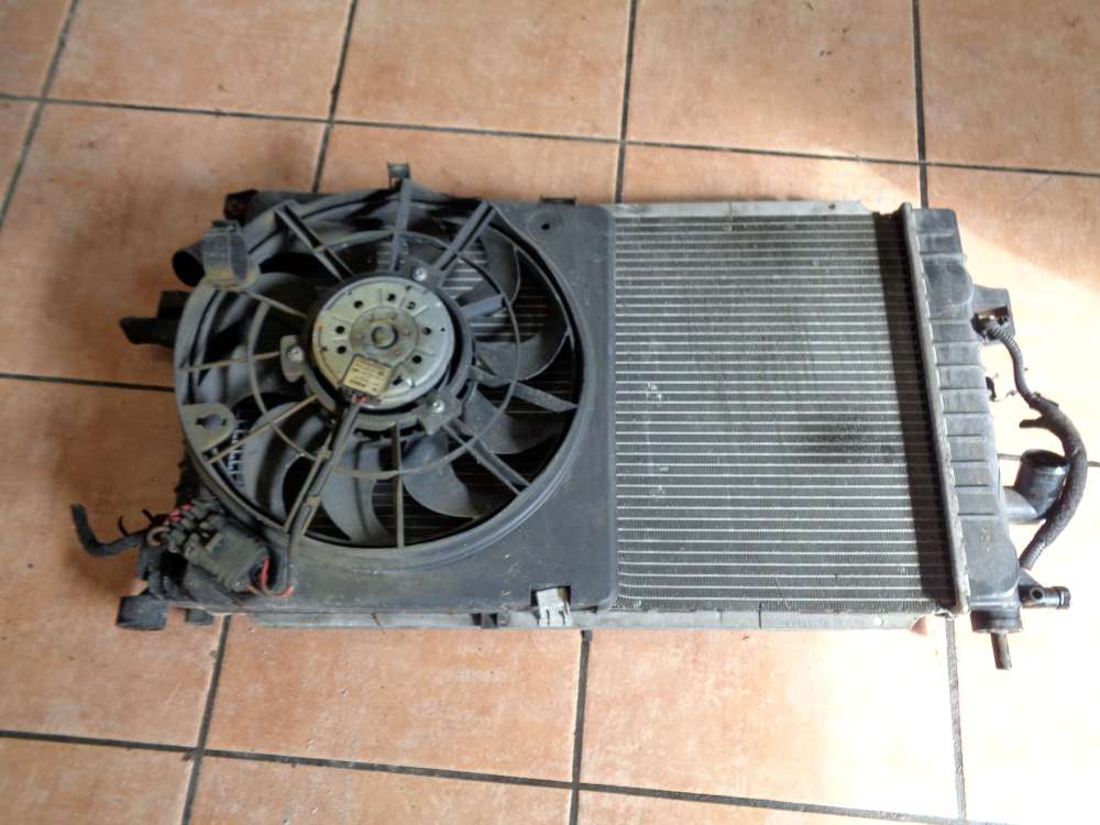 Opel Astra H 1.7 CDTI Bj:2008 Kühler Wasserkühler mit Kühlerlüfter Lüftermotor 13152319 13241611