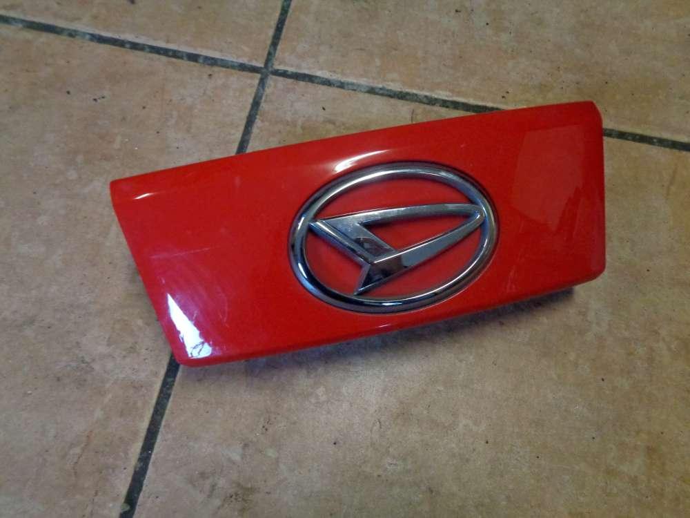Daihatsu Sirion M3 Emblem Heckklappe Heckblende Rot Farbcode: R40