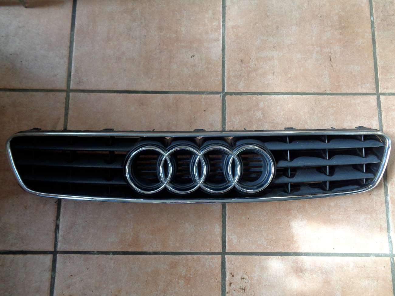 Audi A3 8L original Kühlergrill mit Chrom Emblem Frontgrill 8L0807683