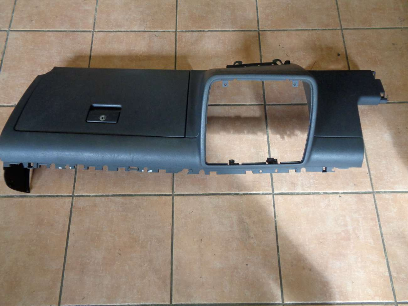 VW Sharan 7M Seat Alhambra Ford Galaxy Schalttafel Handschuhfach 7M3858904