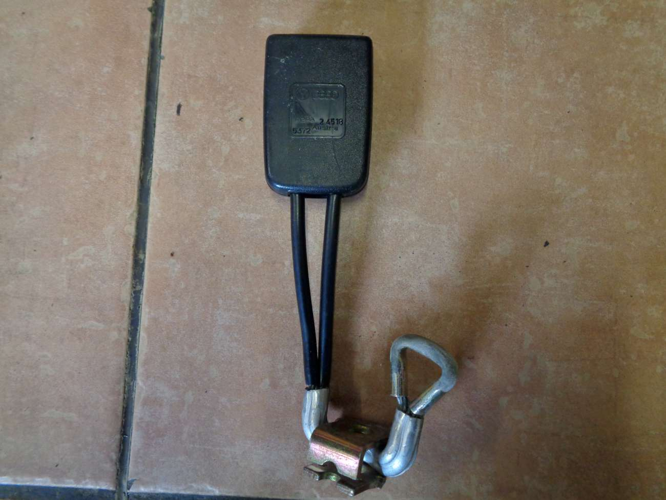 VW Passat 35i Sicherheitsgurt Hinten Mitte Gurtschloss 357857713B