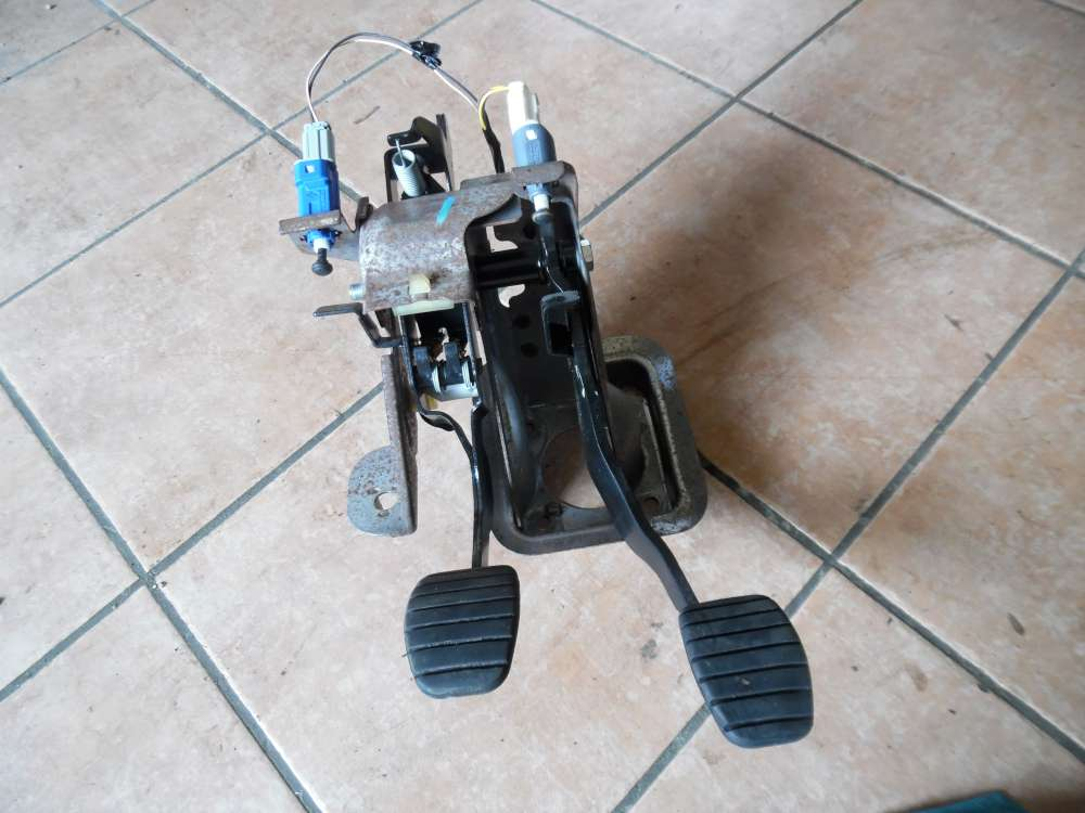 Renault Twingo II Pedalblock Brems Kupplungpedal 8200426298