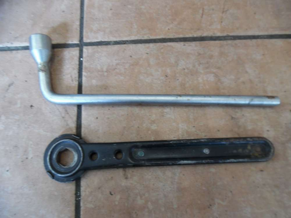 Mercedes A-Klasse W168 Radschlüssel Bordwerkzeug Schlüssel 1685810049 1205810246
