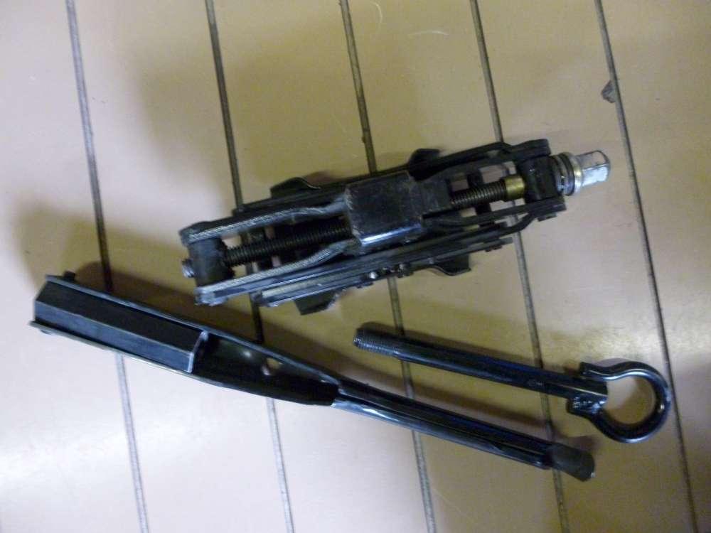 Renault Wagenheber Radschlüssel Bordwerkzeug Werkzeug Halter