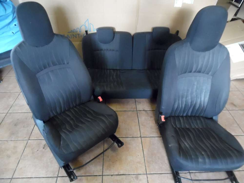 Nissan Pixo 5-Türer Sitze Innenausstattung Stoff Schwarz mit Rot