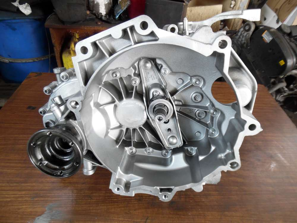 Skoda Fabia II Getriebe Schaltgetriebe JHQ 02T301103AB