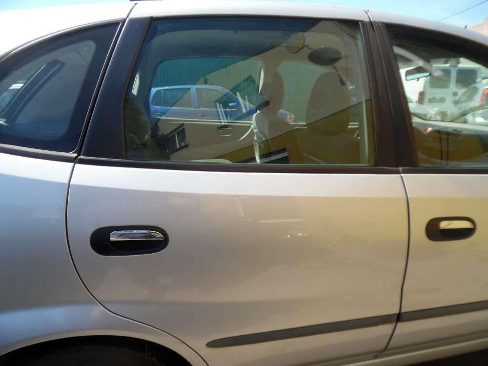 Nissan Almera Tino Tür Hinten Rechts silber Farbcod : KL0