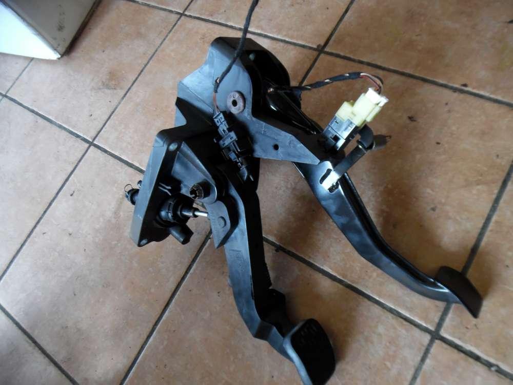 Mercedes A-Klasse W169 Kupplungspedal Bremspedal A1692900901