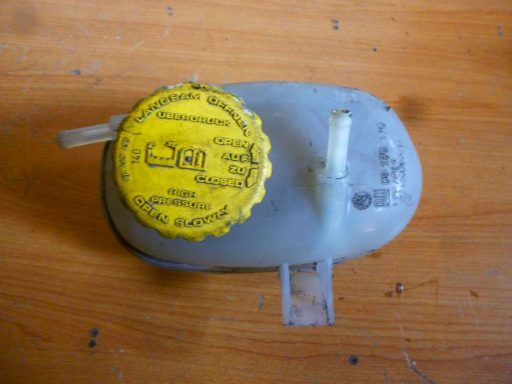 Opel Corsa C Bj.2001 Ausgleichsbehälter Kühlwasserbehälter 09129170