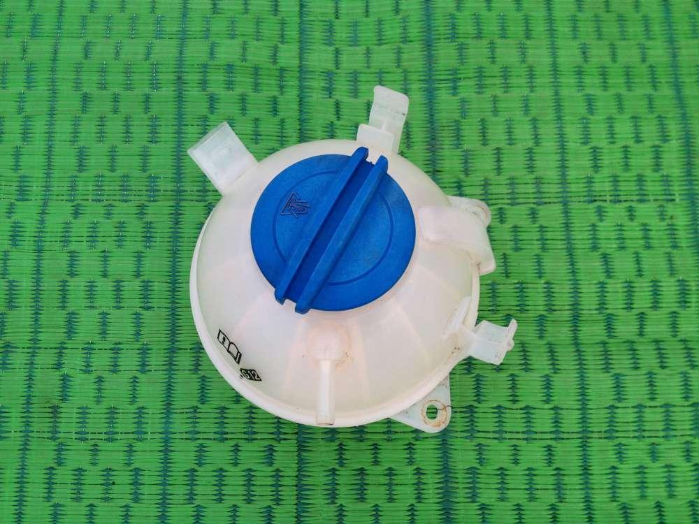 VW Touran Bj:2004 Ausgleichsbehälter Kühlwasserbehälter 1KO121407A