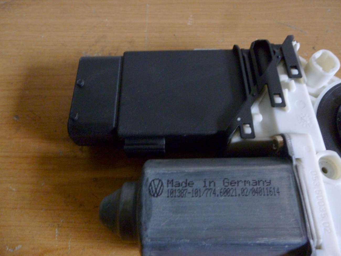 Seat Loen Bj 2000 Fensterhebermotor Vorn Links 1J0959801F