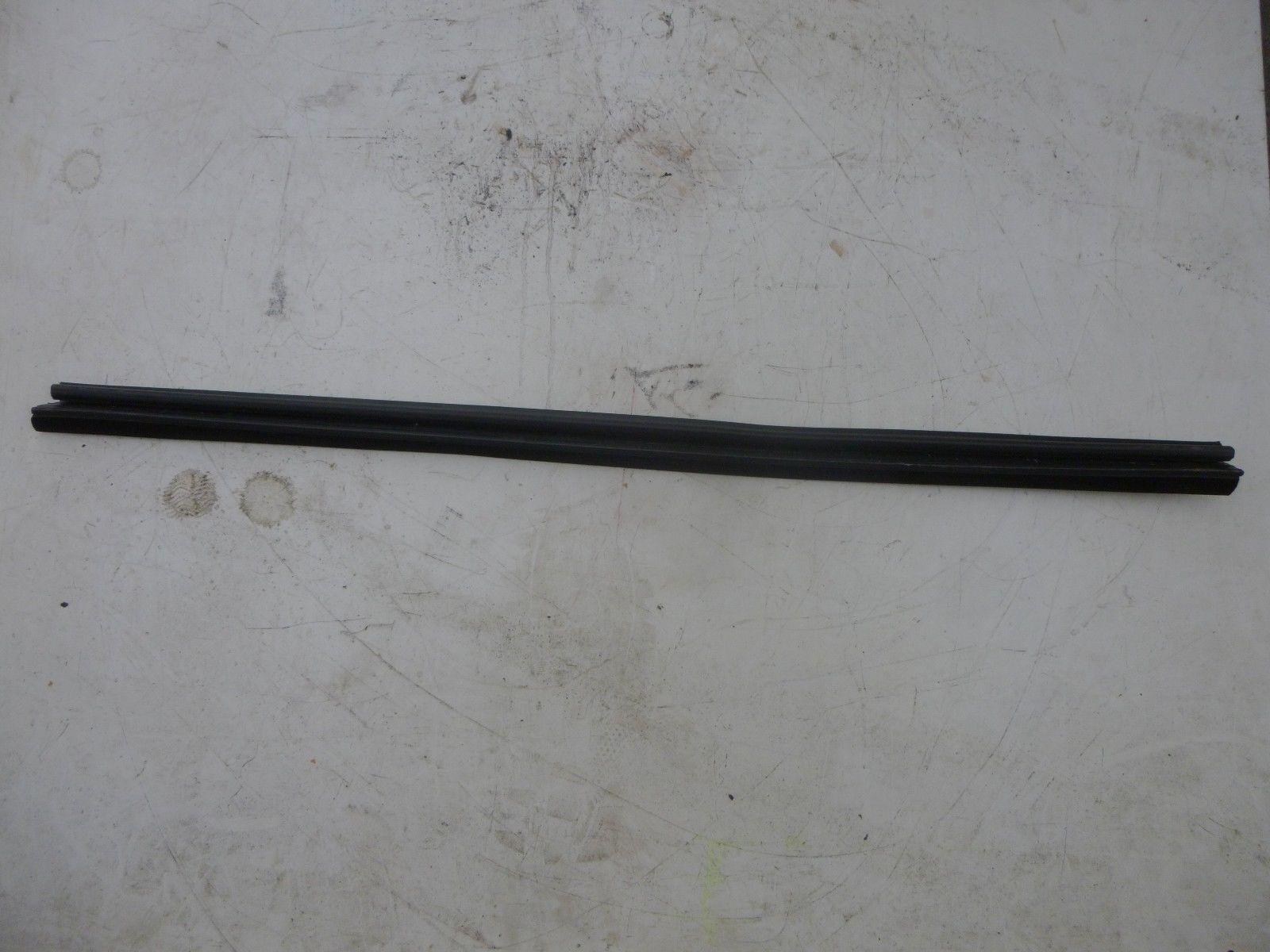 VW TOURAN Bj:2004 Schachtleiste Tür Fenster Hinten Links 1T0837471
