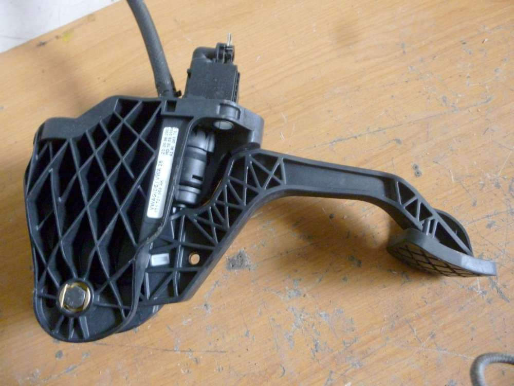 VW Touran Bj:2004 Kupplungspedal Pedal Kupplung 1T1721059AK