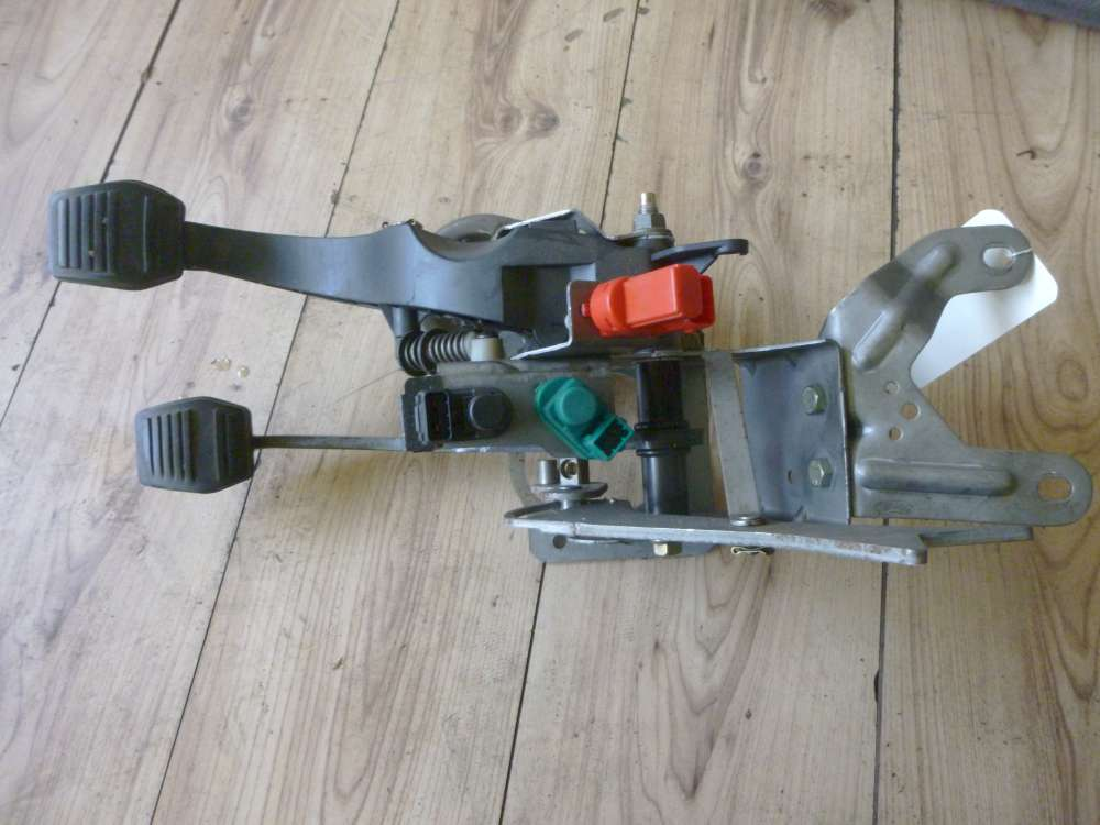 Ford Mondeo III Pedalerie Bremsepedal Kupplungpedal 1S712450BC
