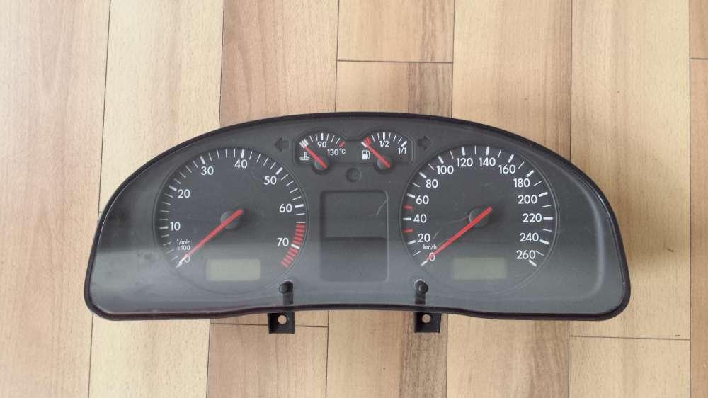 VW Passat 3B Tacho Kombiinstrument Tachometer 3B0920822